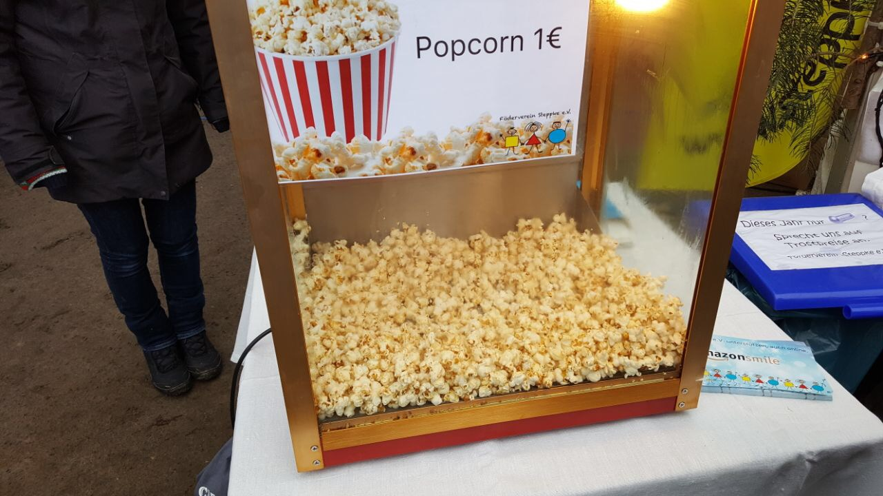 Popcornstand des Steppke e.V. auf dem Caputher Weihnachtsmarkt 2017